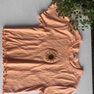 Funkar för XS-M! Bara använt 2-3 gånger. Jättesöt tröja från urban outfitters. Säljs pga. bytt stil. Pris kan diskuteras. 💞