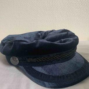 Basker, keps, hatt, mössa. Aldrig använt. Köparen står för frakt