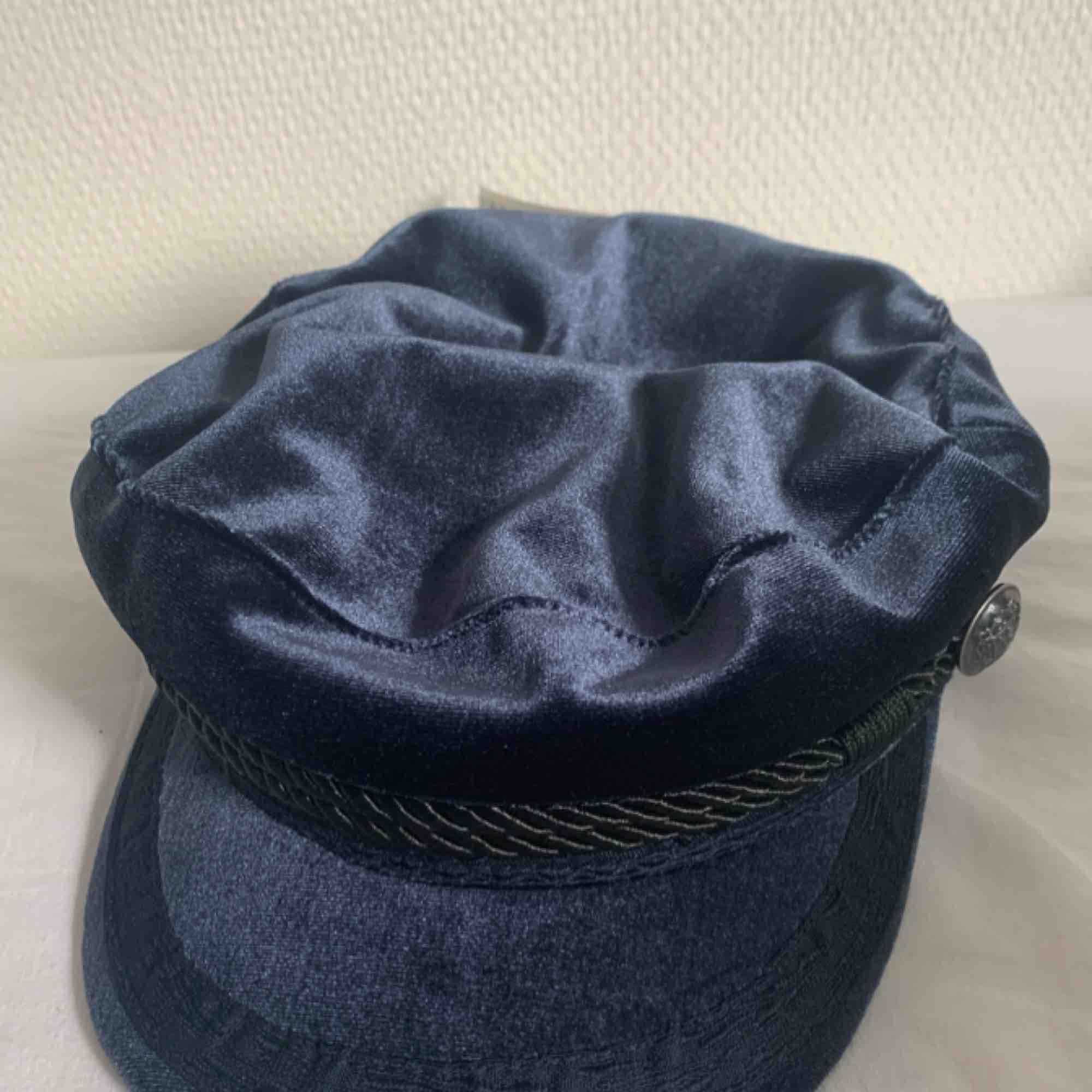 Basker, keps, hatt, mössa. Aldrig använt. Köparen står för frakt. Övrigt.