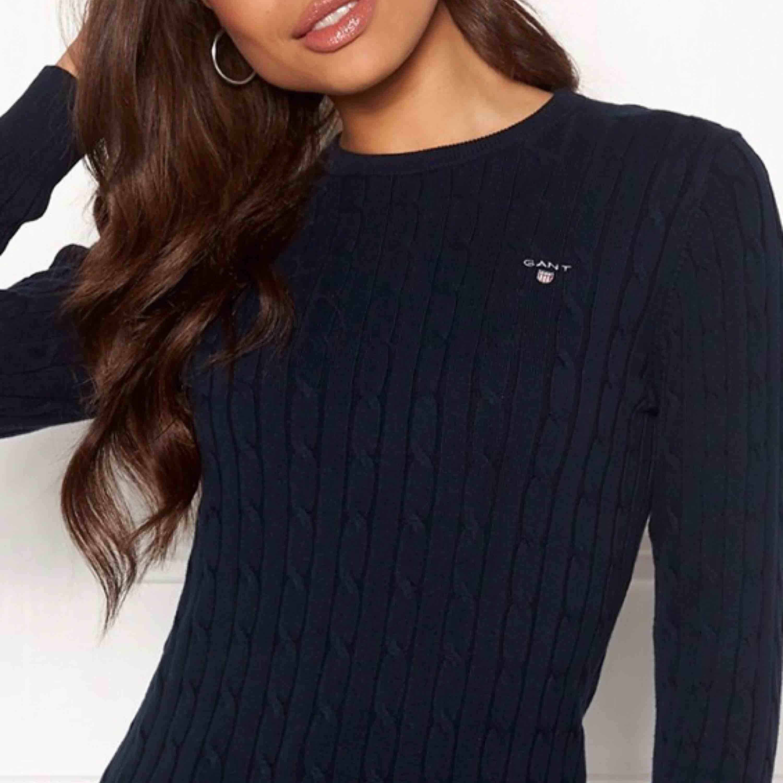Säljer min mörkblåa gant tröja i strl XS. Mycket bra skick!. Tröjor & Koftor.