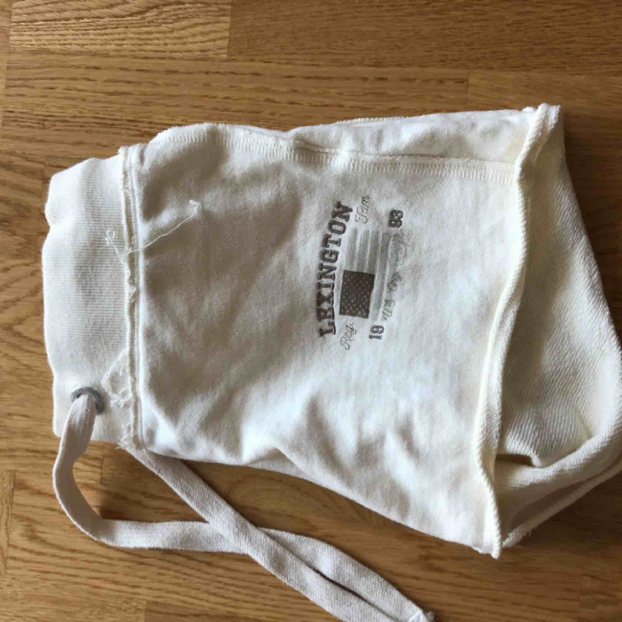 Mjukisshorts från lexington. Aldrig använda! Frakt tillkommer om du inte kan mötas upp i Stockholm. Skriv gärna om du har några frågor :). Shorts.
