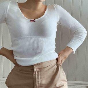 Långärmad tröja från Odd Molly, nästan aldrig använd, storlek 0, alltså XS. Köparen står för frakten :) kontakta mig vid övriga frågor!