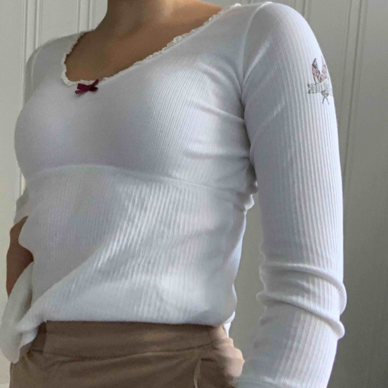Långärmad tröja från Odd Molly, nästan aldrig använd, storlek 0, alltså XS. Köparen står för frakten :) kontakta mig vid övriga frågor!. Blusar.