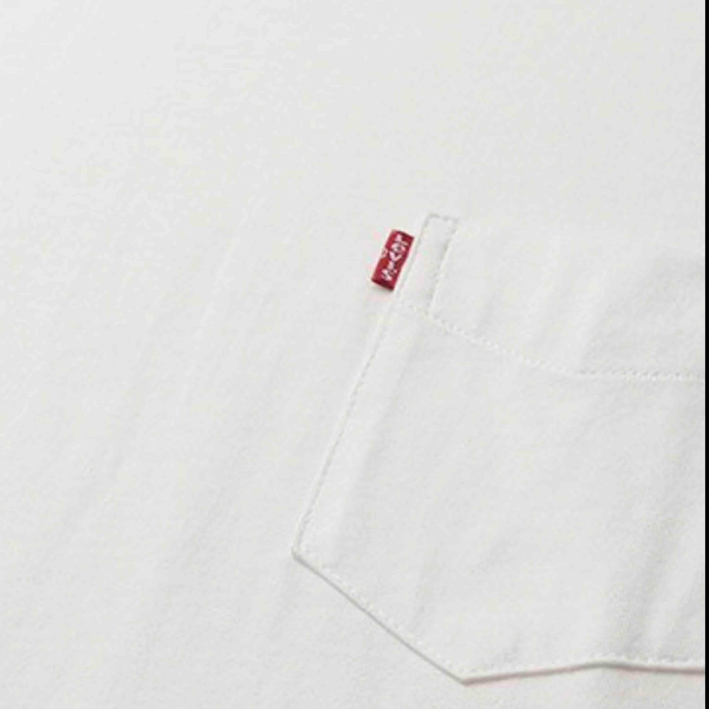 Vit Levis T-shirt🌸 köparen står för frakt . T-shirts.
