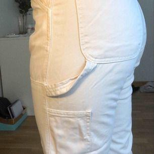 Byxor från zara, storlek 38, har vanligtvis 36. Använt 1 gång och säljer pga att jag inte känner mig bekväm i de. Kan möta upp i Malmö/Lund eller posta, står ej för frakt. Är 160, byxorna går till mina knölar :))