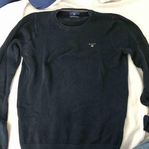 Mörkblå gant tröja i fint skick utan några fel.