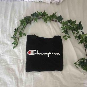 Oanvänd championT-shirt ! Förtjänar ett bättre hem !!