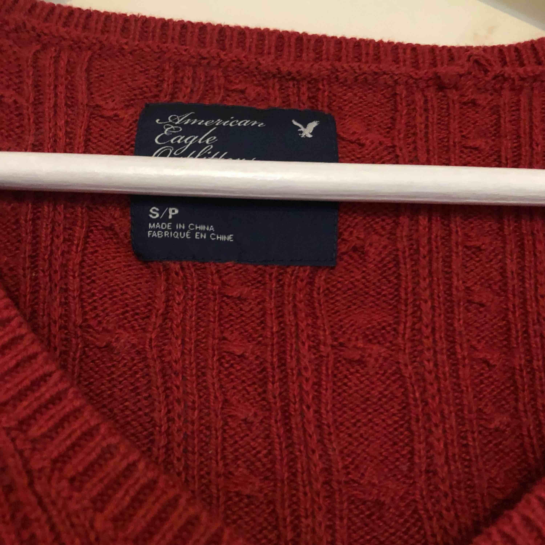 Stockad tröja från märket American Eagle, perfekt nu till hösten! Frakt på 36 kr tillkommer 😊. Stickat.