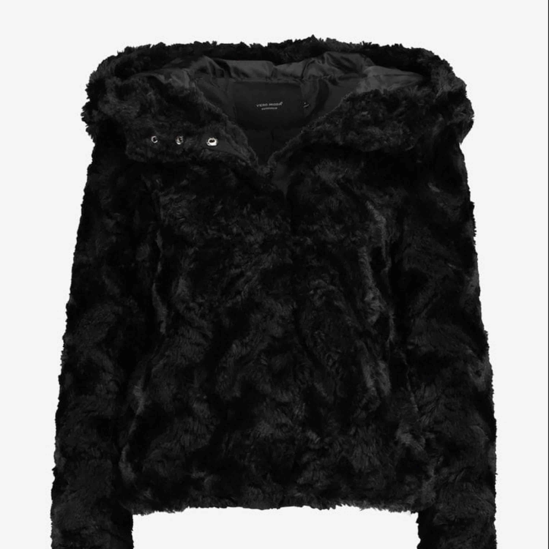 Säljer min pälsjacka från Vera Moda! Super bra skick! . Jackor.