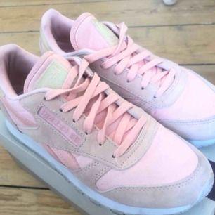 🌟 Limited Edition korall/ljusrosa sneakers från Reebok 👟 Fint skick.
