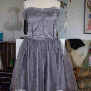 Jättefin steampunk inspirerad klänning från BikBok. Model Duchess. Använd 2ggr. Köparen står för frakt.