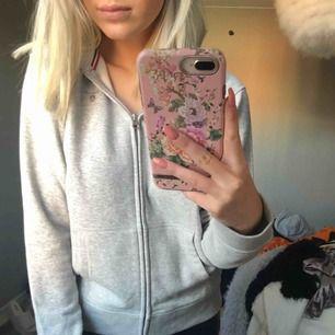 Sjukt skön hoodie från Gant. Aldrig använd förutom på bilden.
