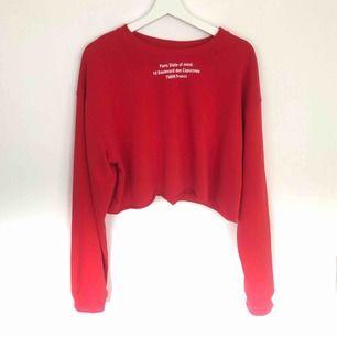 Röd crop top från Zara som jag använt som oversized. 75kr + frakt 💖