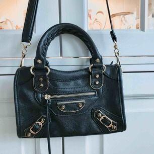 Balenciaga inspirerad väska! Mått 25x15 cm, aldrig använd ⭐️