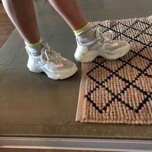Snygga sneakers från primark. Sjukt snygga men tyvärr försmå för mig
