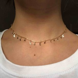 ⭐️ och 🌙 halsband från pull&bear , original pris 79kr säljer för 30kr 😊