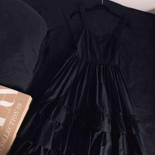 Oooo denna klänning, följt med på resa 3 ggr men aldrig använt.