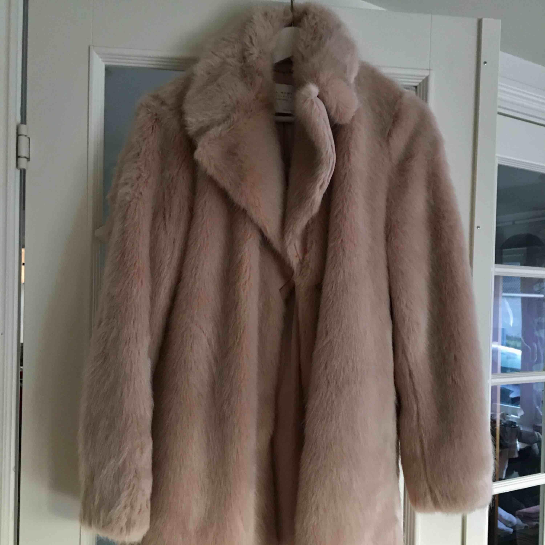 Faux päls jacka  Light pink/beige  Zara. Jackor.