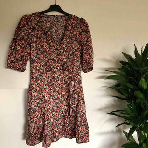 Oanvänd klänning (lappen kvar!) från Oysho. Storlek M men funkar även på en S. Köparen står för ev fraktkostnad ✨