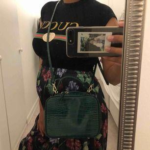 Väska från zara, har använt fåtal gånger  Tar swish, frakten betalar köparen