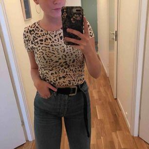 leopard mönstrad tisha från Gina Tricot<3
