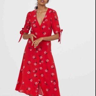 Jättefin klänning från H&M. Knappt använd ❤️ Köparen står för ev fraktkostnad ✨
