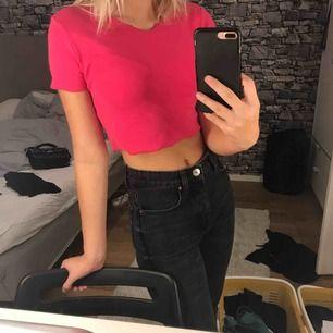 en snygg kort rosa t-shirt från Zara, använd endast 1 gång