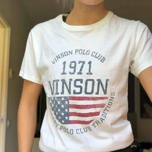 Vinson polo club tshirt. Använd ett fåtal gånger. Bra skick och kvalité. Köparen står för frakten:)