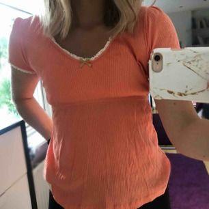 Aprikosfärgad tröja från Odd Molly, storlek S, köparen står för frakt!