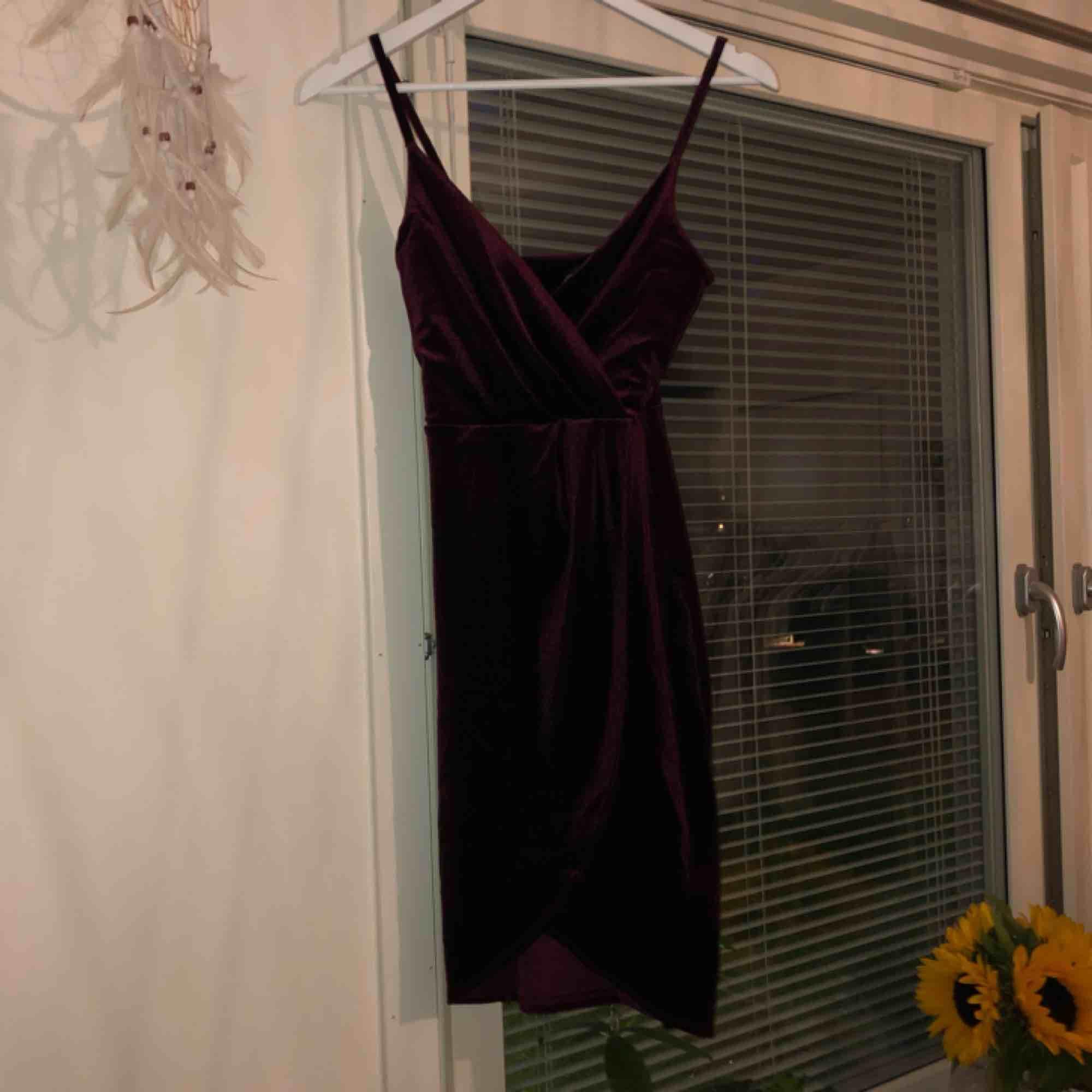Velvet klänningen från Gina Triccot, använd en gång! . Klänningar.
