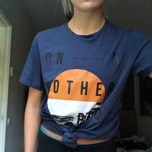 Cool T-shirt från jack and Jones. Nästan aldrig använd och bra kvalité. Köparen står för frakten:)