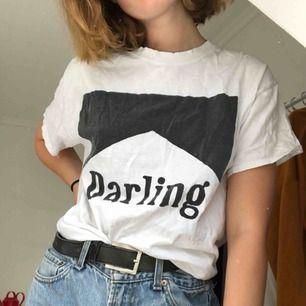 Jättebekväm t-shirt från Brandy Melville! Den har väldigt bra passform samt materialet är riktigt najs. Jag möts upp i Stockholm, annars står köparen för frakten :)
