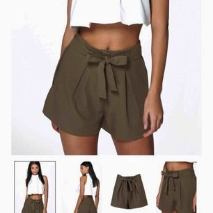Militärgröna shorts med knytband  Från Boohoo  Inte mycket använda  Frakt tillkommer!