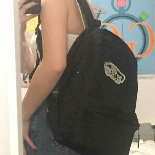 Snygg svart ryggsäck från Vans. Köpare står för frakt annars går det bra att mötas upp i Lund! :) 💖