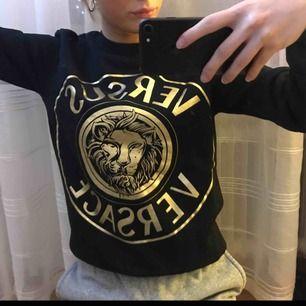 Sweatshirt från Versace, den är använd två gånger. Riktig, kvitto finns.