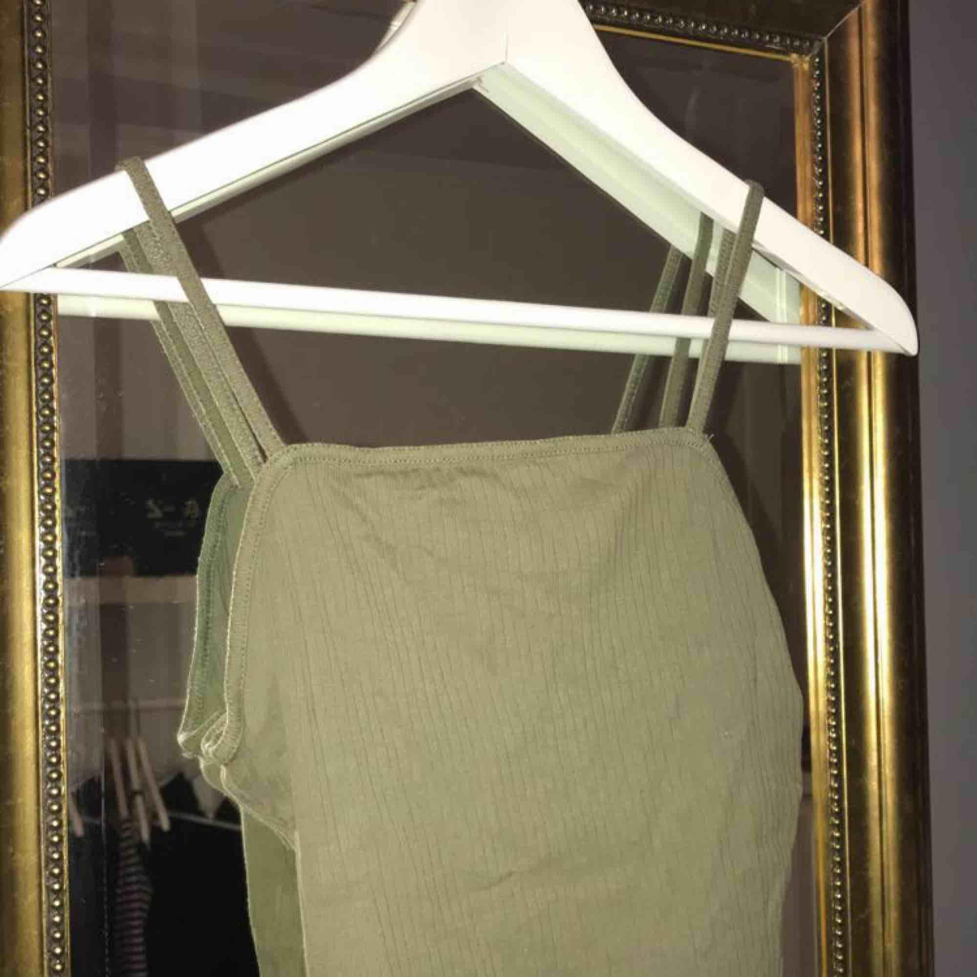 Ett linne från bikbok!. Toppar.
