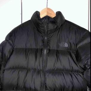 Säljer en the north face jacka av den populära modellen 1996 retro nuptse Säljs pga används inte och har aldrig gjorts