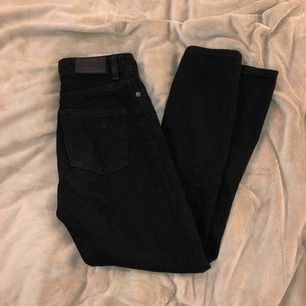 Säljer mina monki - kimomo high rise mom jeans, då de blivit för små för mig. Fri frakt!