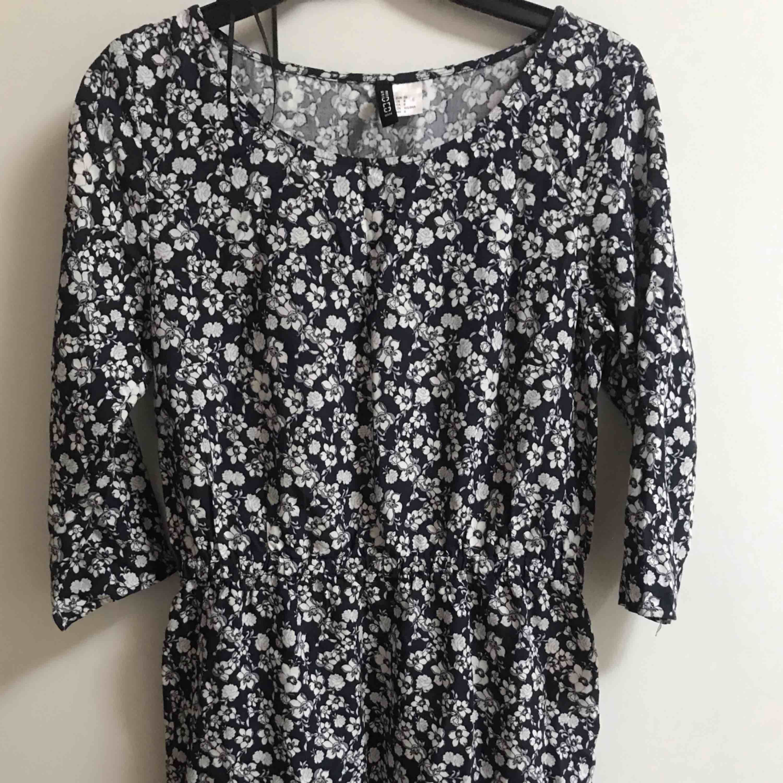 En av mina favorita sommar klänningar, man kan ha den i vardagar och är jätte skön Priset inkl frakten:). Klänningar.