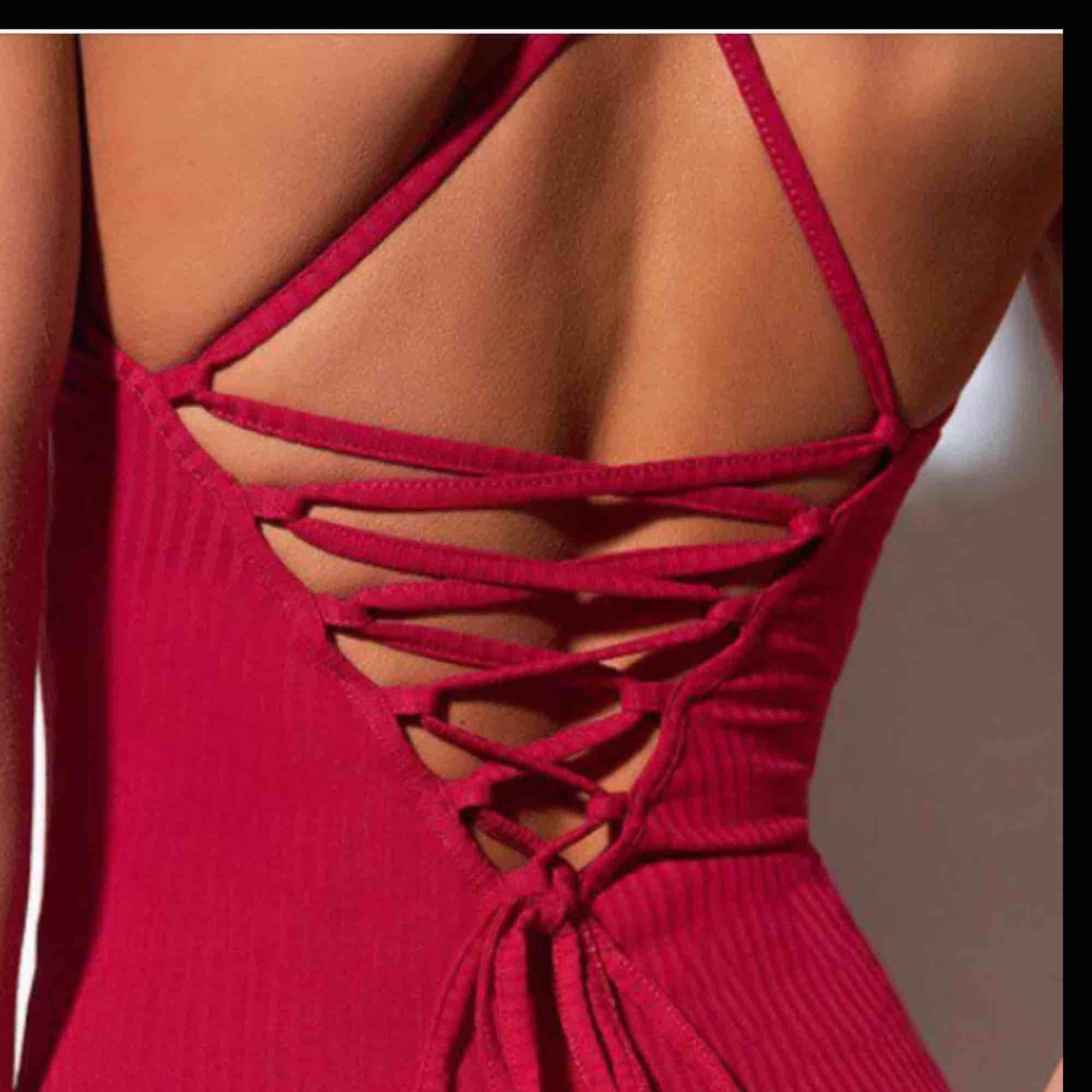 Klänning från Rebecca Stella, xxs men passar mig som är XS perfekt🤩. Klänningar.