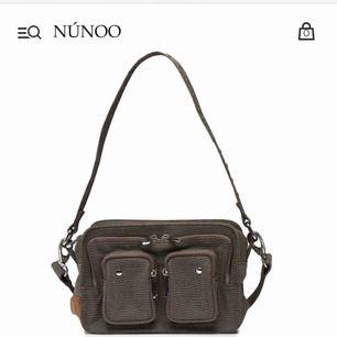 Säljer en oanvänd nunoo bag i modellen Ellie (kontakta för mer detaljer)  Pris kan diskuteras Super snygg väska till hösten, som får plats med mycket i. Säljs för ganska dyrt eftersom nypris är 1000kr och den är fortfarande inplastad
