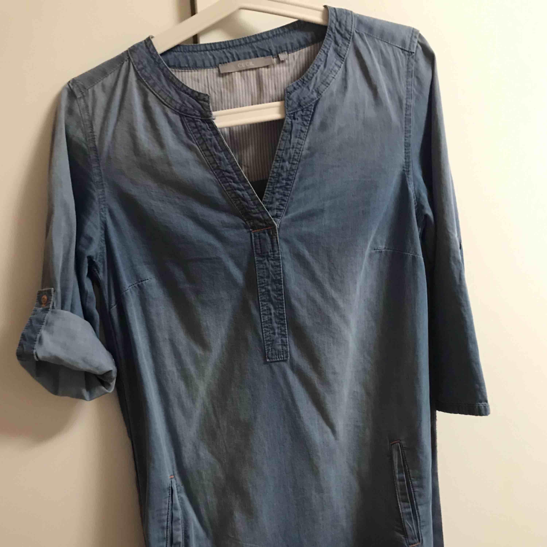 Har använt klänningen två gånger förra året och är nästan ny priset inkl frakten:). Klänningar.