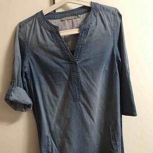 Har använt klänningen två gånger förra året och är nästan ny priset inkl frakten:)