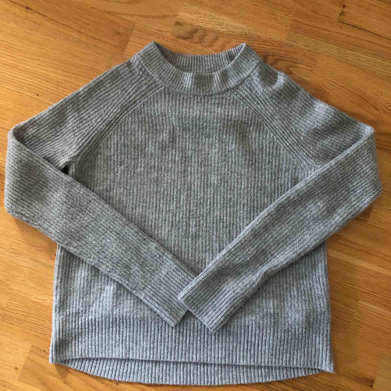 Jättemjuk stickad tröja ifrån HM Möts upp i Knivsta/Uppsala Köparen står för frakten . Stickat.