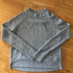Jättemjuk stickad tröja ifrån HM Möts upp i Knivsta/Uppsala Köparen står för frakten