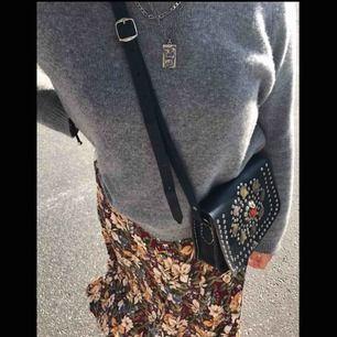 Cool klänning köpt på second hand! Jag brukar använda den som om det vore en kjol men den funkar att styla hur som helst:)  + 20kr för frakt