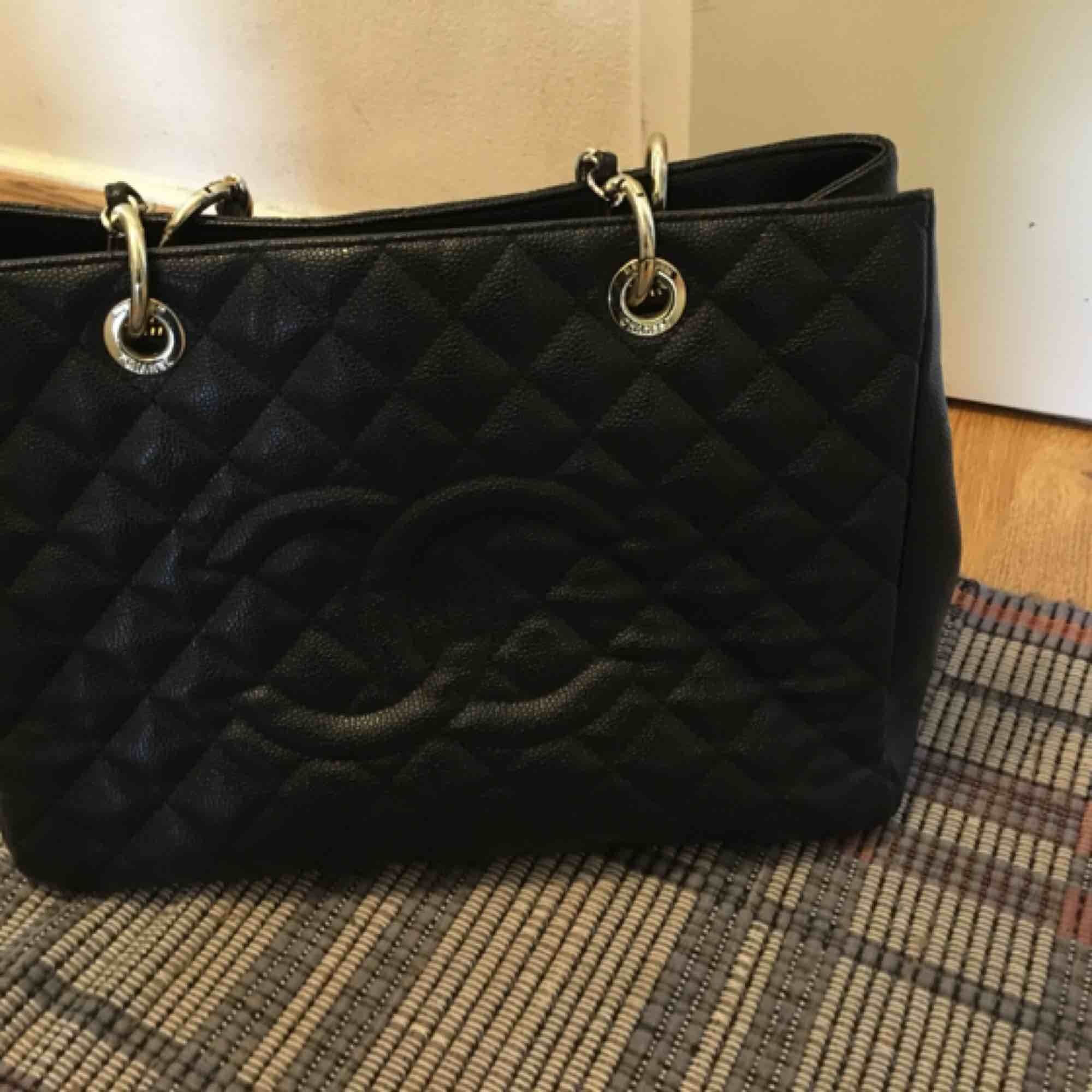 Chanel väska Kopia i kanon skick. . Accessoarer.