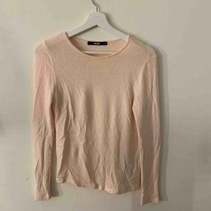 Otroligt mysig och skön tröja ifrån bikbok! Den har numera blivit för liten för mig, köparen står för halva frakten :)