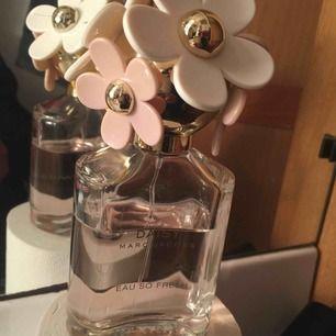 Äkta parfym från Marc Jacobs.. använd men mer än häften kvar strl 75 ml  100% ÄKTA!:) priset är inkl frakt