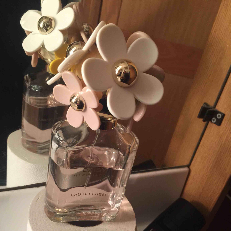 Äkta parfym från Marc Jacobs.. använd men mer än häften kvar strl 75 ml  100% ÄKTA!:) priset är inkl frakt. Accessoarer.